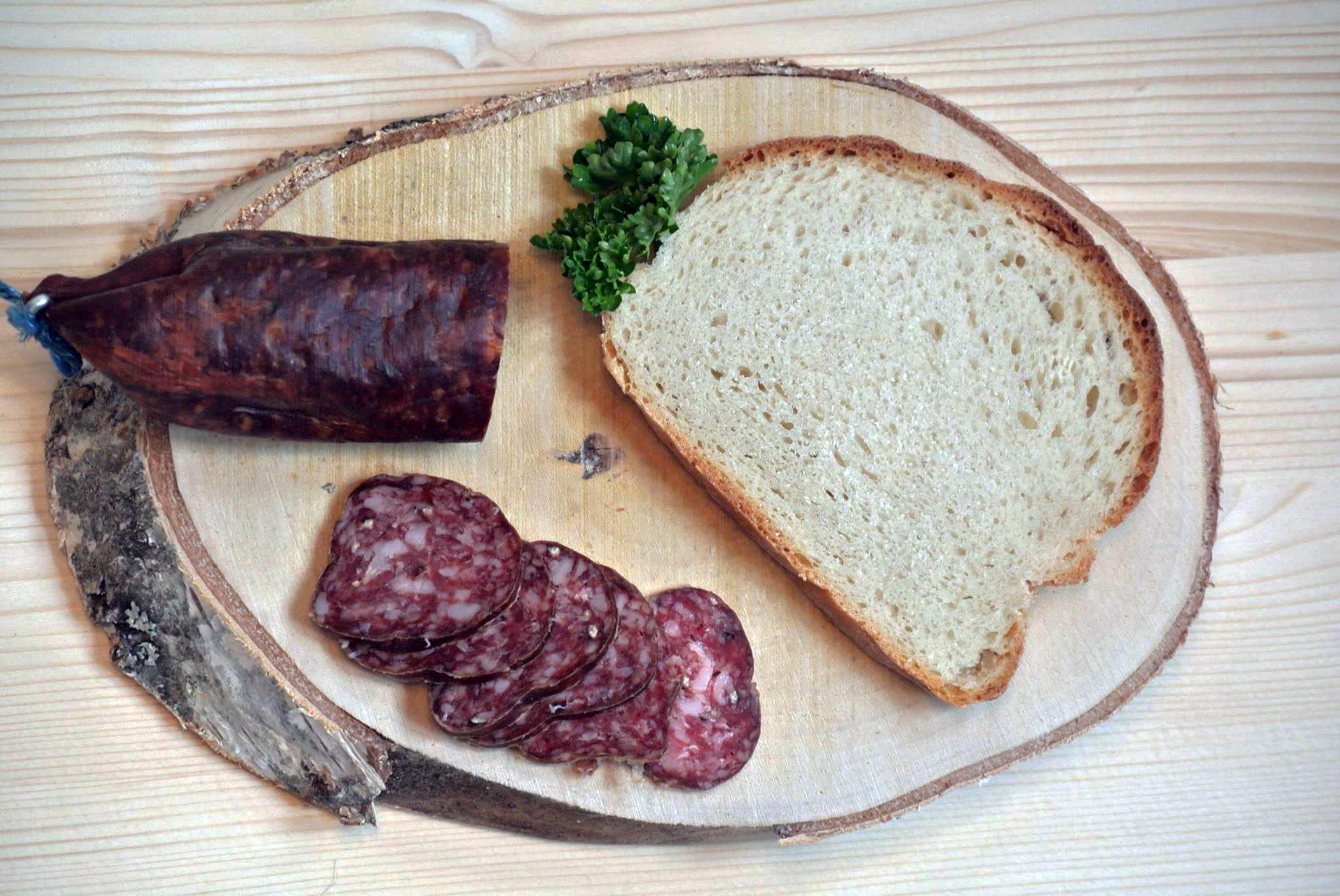 Bild: Spezialität des Hauses: Trockenwurst © wielandleben.ch