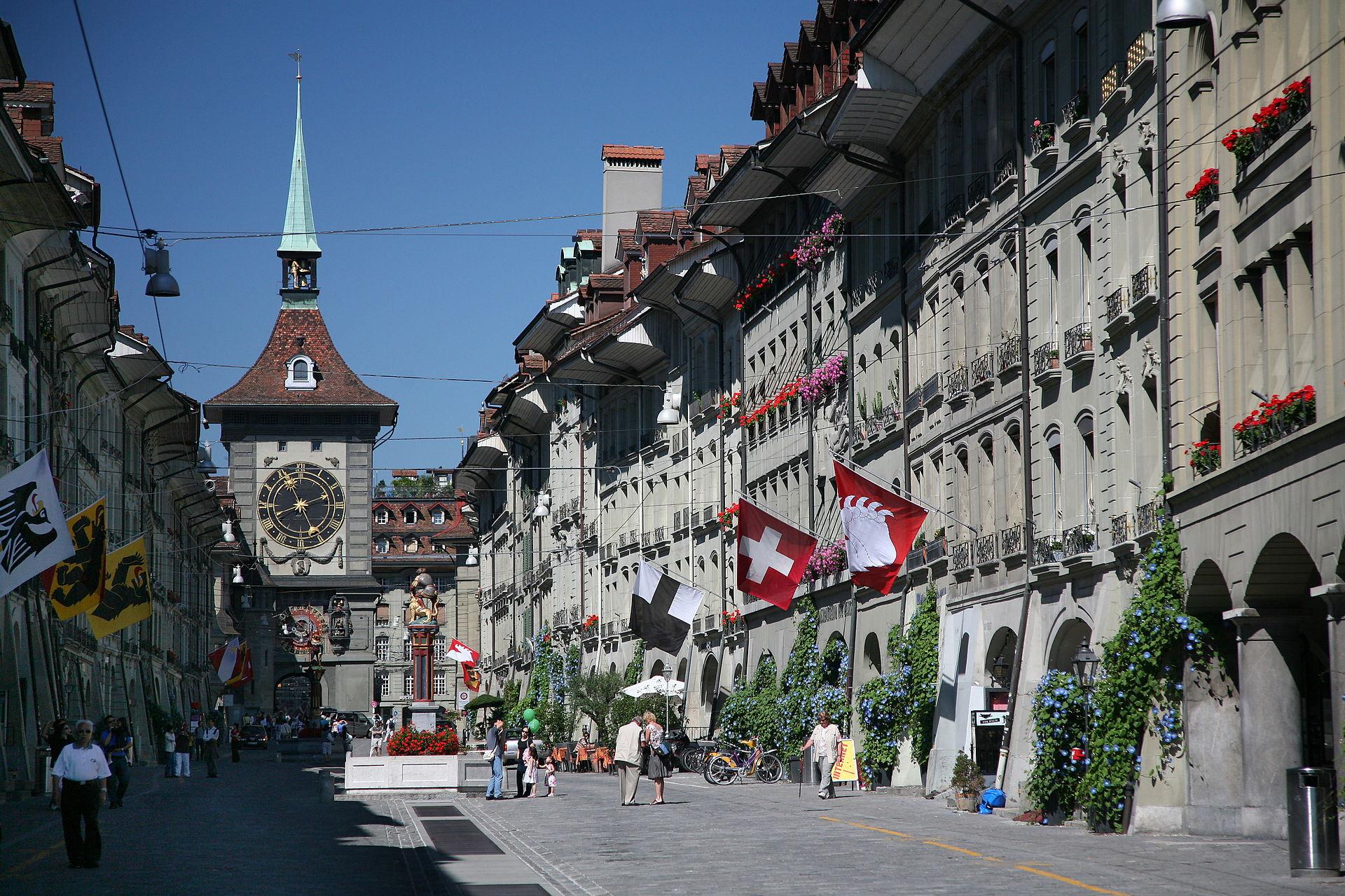 "Kramgasse Bern (Bild: Daniel Schwen, Wikimedia, <a rel=""nofollow"" href=""https://creativecommons.org/licenses/by/3.0/deed.de"" target=""_blank"">CC</a>)"
