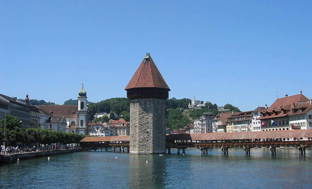 "Kapellbrücke Luzern (Bild: Panoramio, Wikimedia, <a rel=""nofollow"" href=""https://creativecommons.org/licenses/by/3.0/deed.de"" target=""_blank"">CC</a>)"