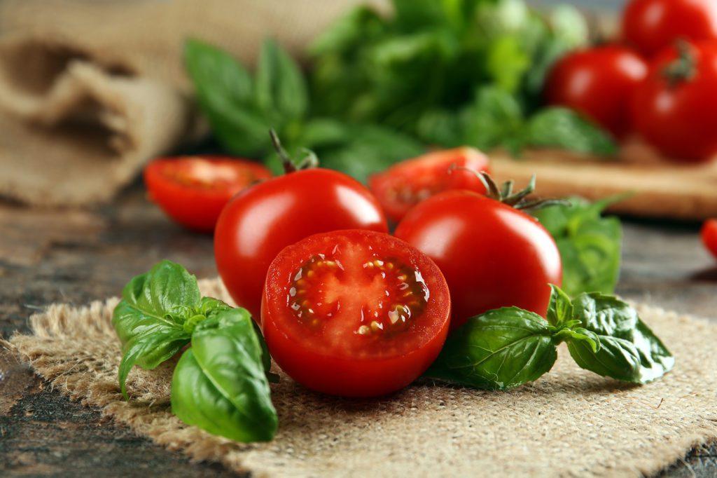 tomaten-basilikumshutterstock_298772462 2