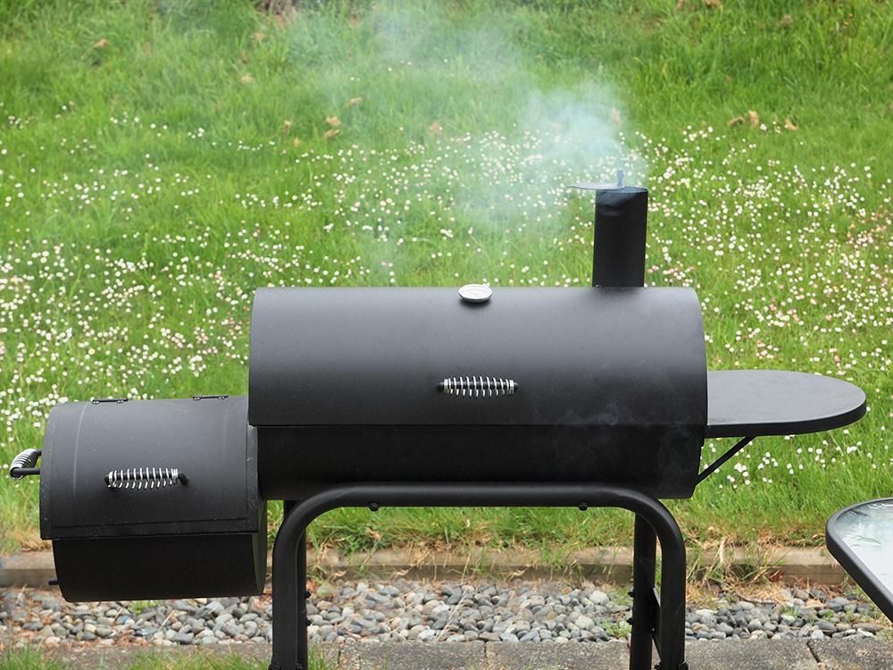 Smoker Grill (Bild: © pr2is - shutterstock.com)