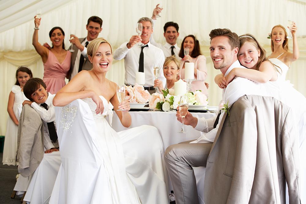 Dresscode im Gourmet Restaurant - gleiches gilt für das Hochzeitsoutfit. (Bild: © oliveromg – shutterstock.com)