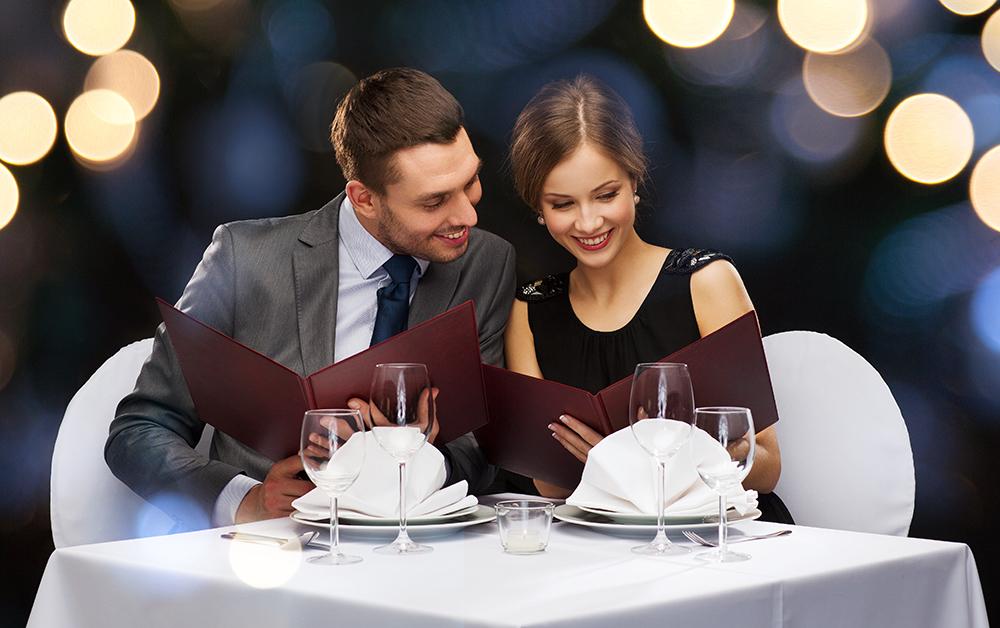 Dresscode im Gourmet Restaurant (Bild: © Syda Productions – shutterstock.com)