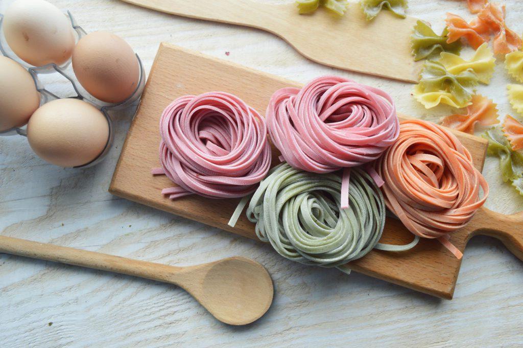 Bunte Pasta selber machen (Bild: © Roman Prishenko - shutterstock.com)