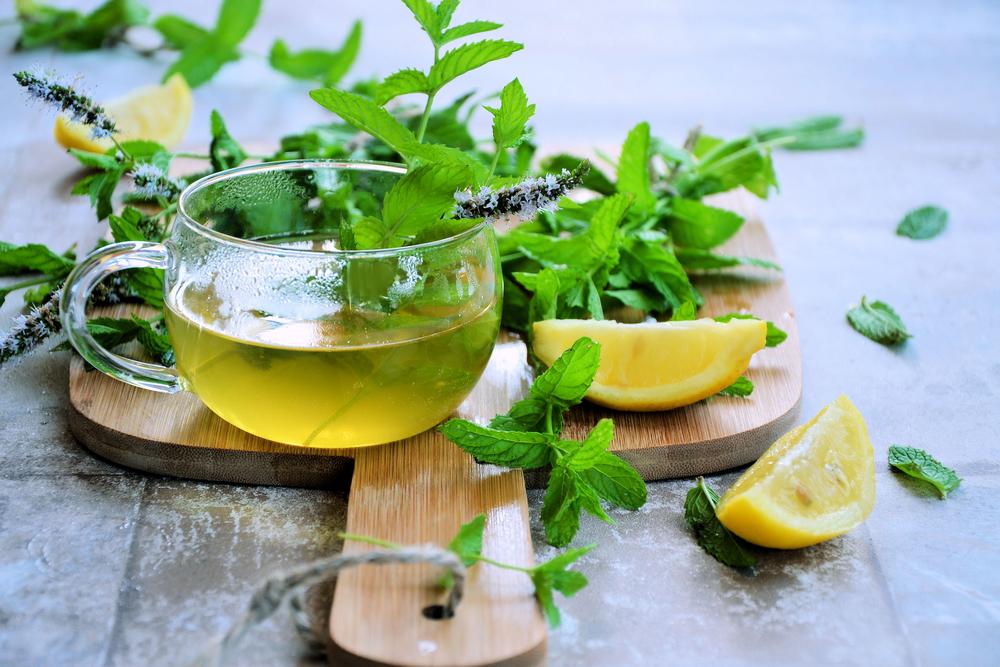 Grüner Tee hilft beim Abnehmen. (Bild: © TGTGTG – shutterstock.com)