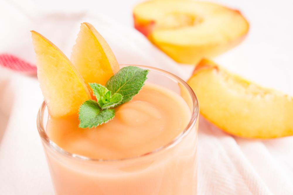 Pfirsich Smoothie Dessert (Mousse). (Bild: © Oksana Mizina - shutterstock.com)
