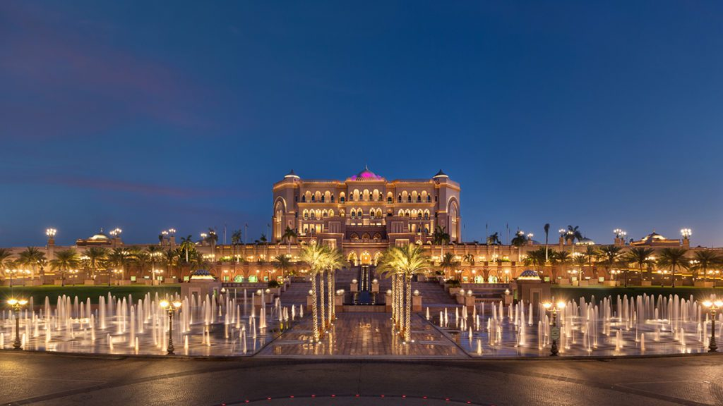 Emirates Palace Fountains Dusk (© Emirates Palace Abu Dhabi)