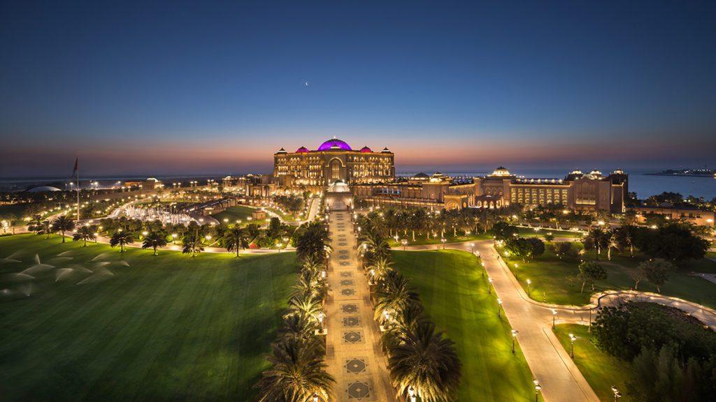 Emirates Palace Dusk (© Emirates Palace Abu Dhabi)