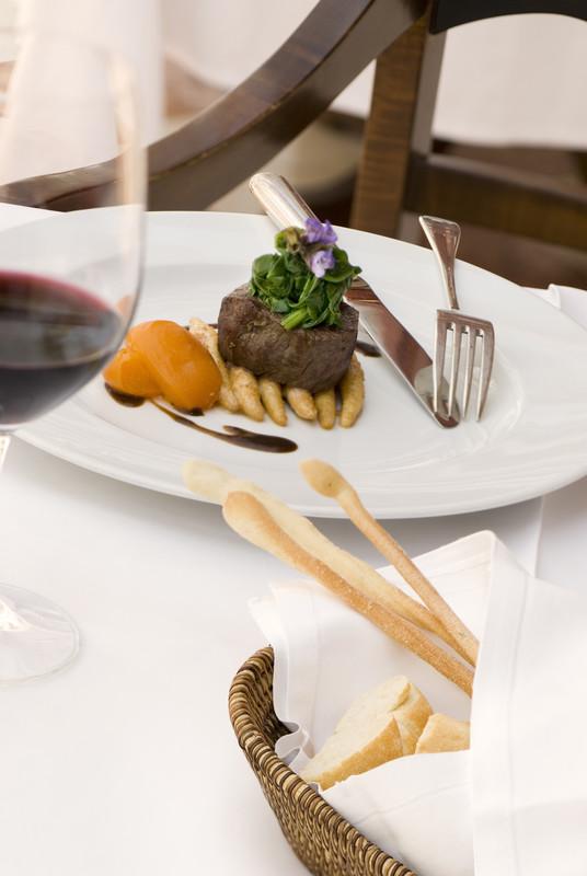 Mit 18 Sternen und 90 Hauben ist Südtirol europaweit führend in seiner Dichte an Gourmet- und Sterne-Restaurants. (Foto: © IDM Südtirol/Stefano Scatà)