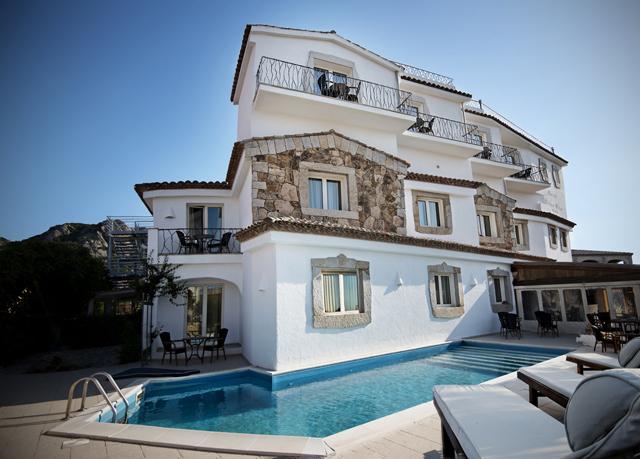 Aussen Pool (c) Dolce Vita Hotel