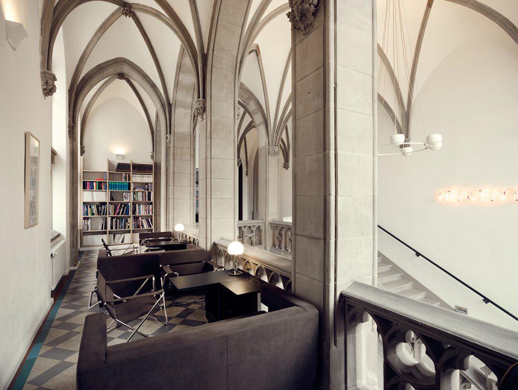 Bibliothek (© The Qvest Hideaway)