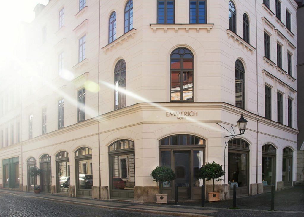 Emmerich Hotel Fassade (© Foto Marion Holfert)