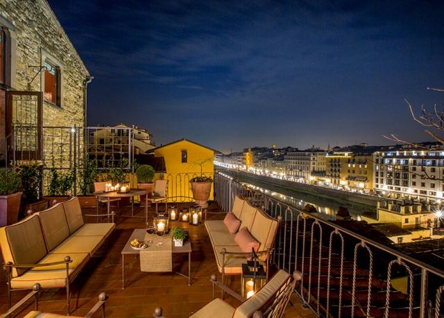 Terrasse Nacht (c) Torre Mannelli Suites