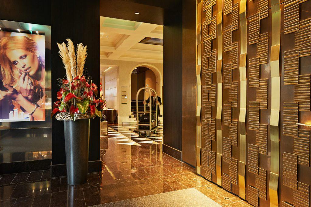 Hotel - Lobby (© Hotel Schweizerhof Bern)