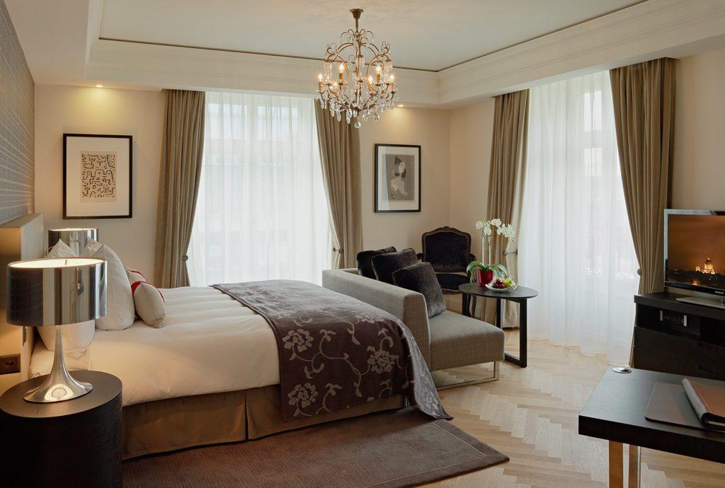 Doppelzimmer Deluxe Plus (© Hotel Schweizerhof Bern)