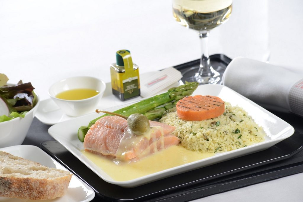 Business Class Char fillet with lemon sauce (© SWISS)