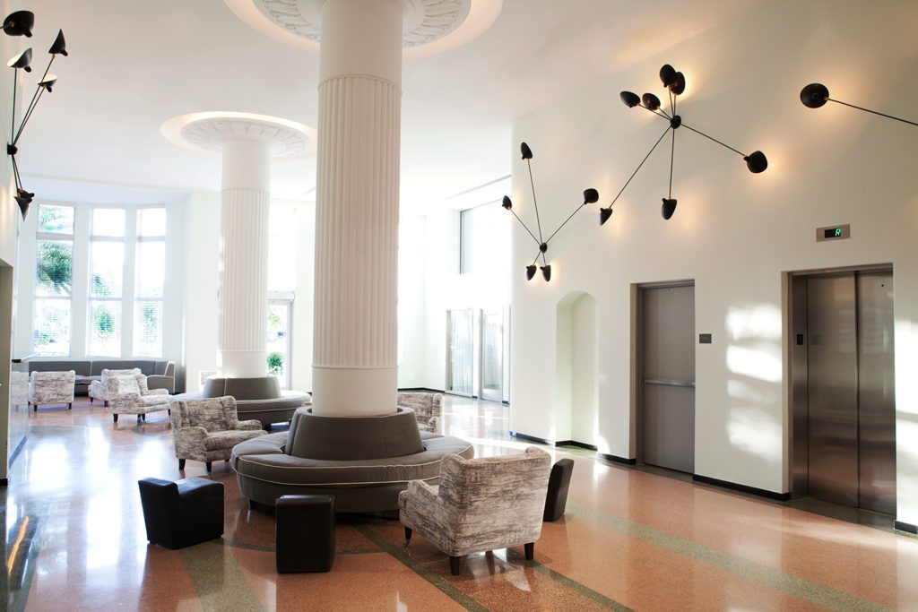Hi_212748_59544329_Hotel_Lobby