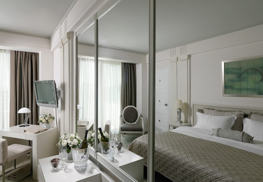 NJV Athens Plaza_Deluxe Room_(c) Preferred Hotels and Resorts