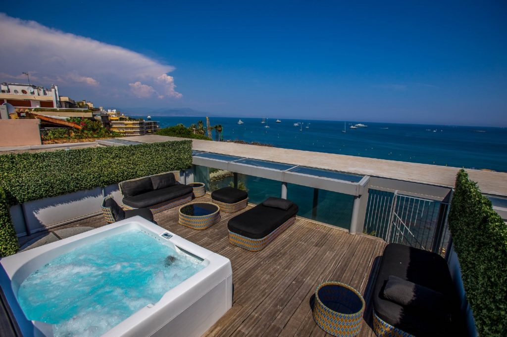 Royal Antibes_Suit_(c) Preferred Hotels and Resorts