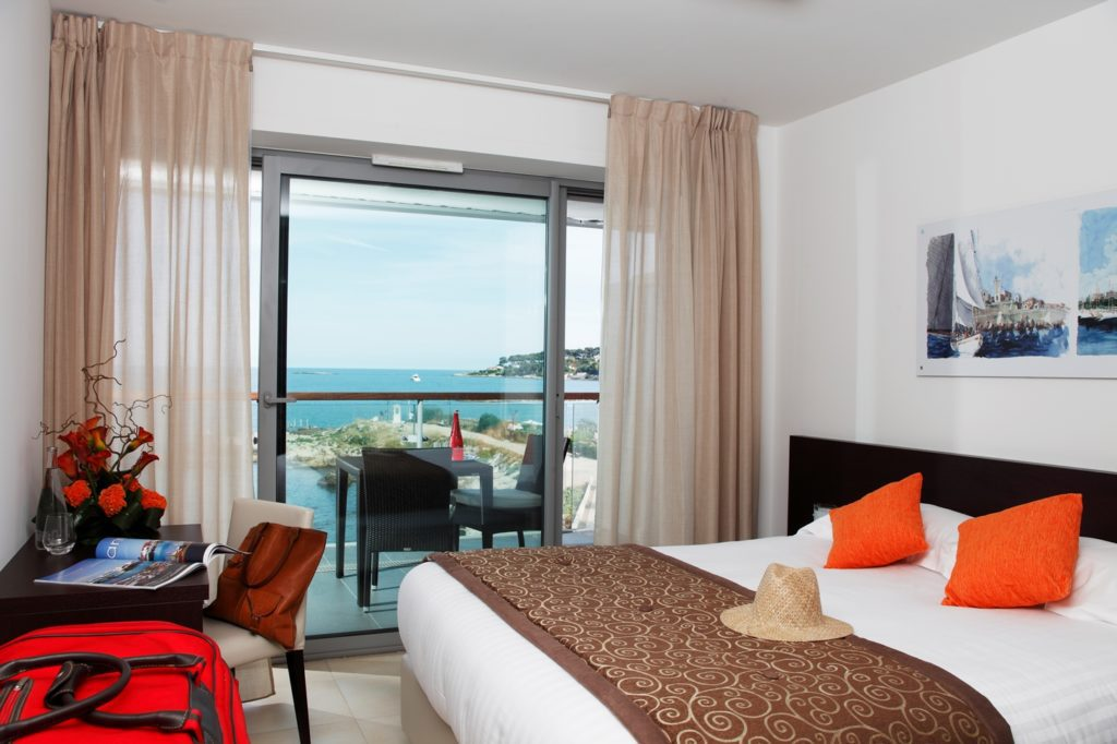 Royal Antibes_Suite_(c) Preferred Hotels and Resorts