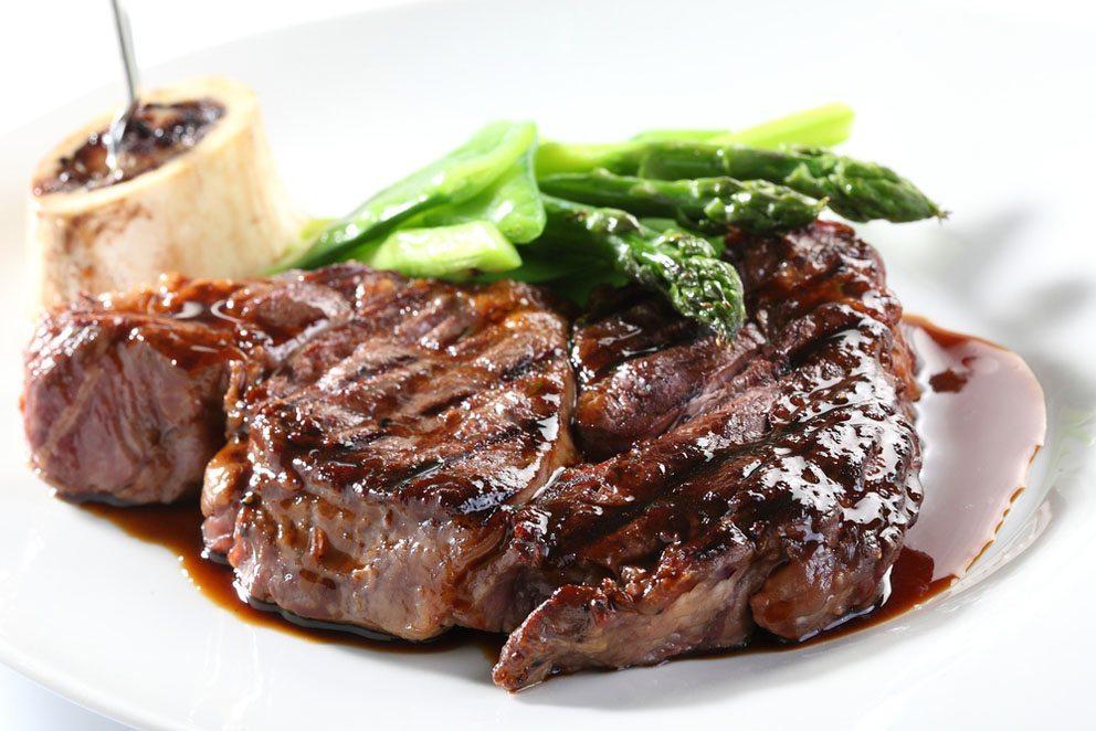 Mit Niedertemperaturgaren werden alle Fleischsorten besonders schmackhaft. (Bild: verchik – Shutterstock.com)