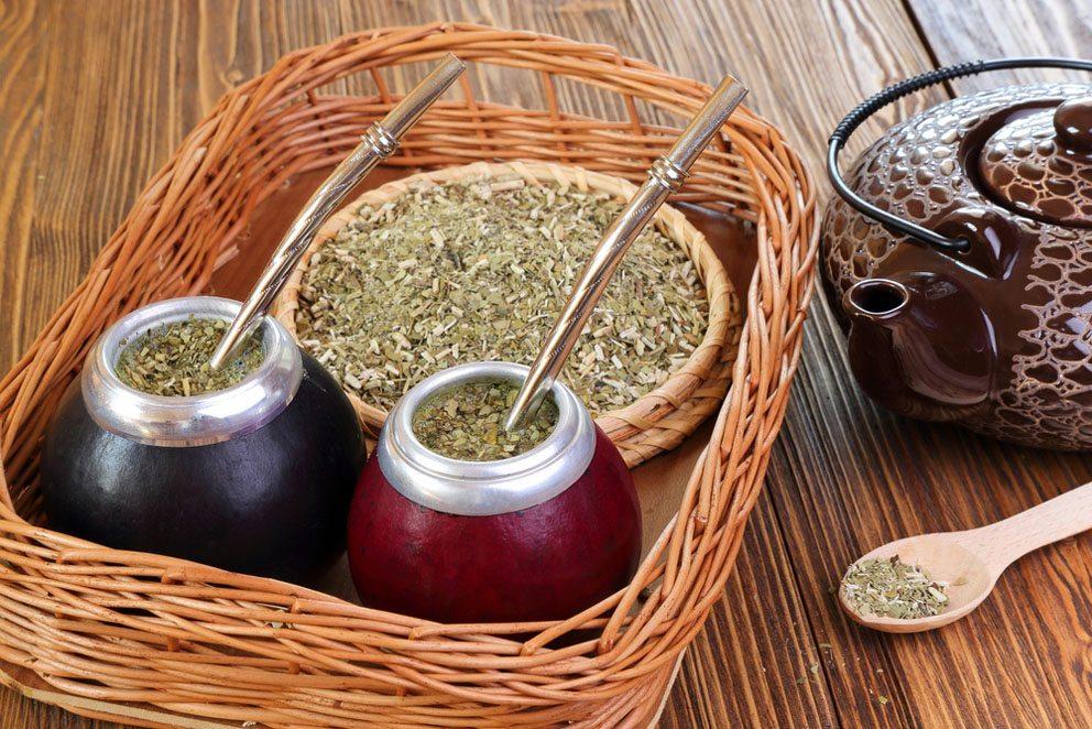 Der Mate-Tee ist als sanfter Muntermacher für den Kreislauf bekannt. (Bild: Ferumov – Shutterstokc.com)
