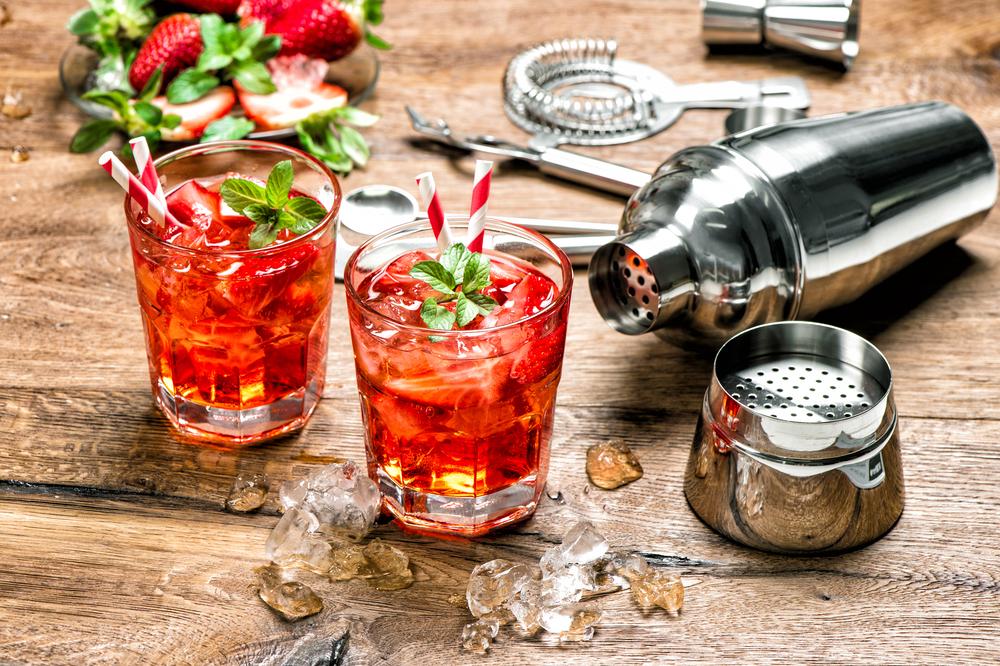 Eine Bar mieten und ein damit ein Highlight setzen (Bild: LiliGraphie - shutterstock.com)