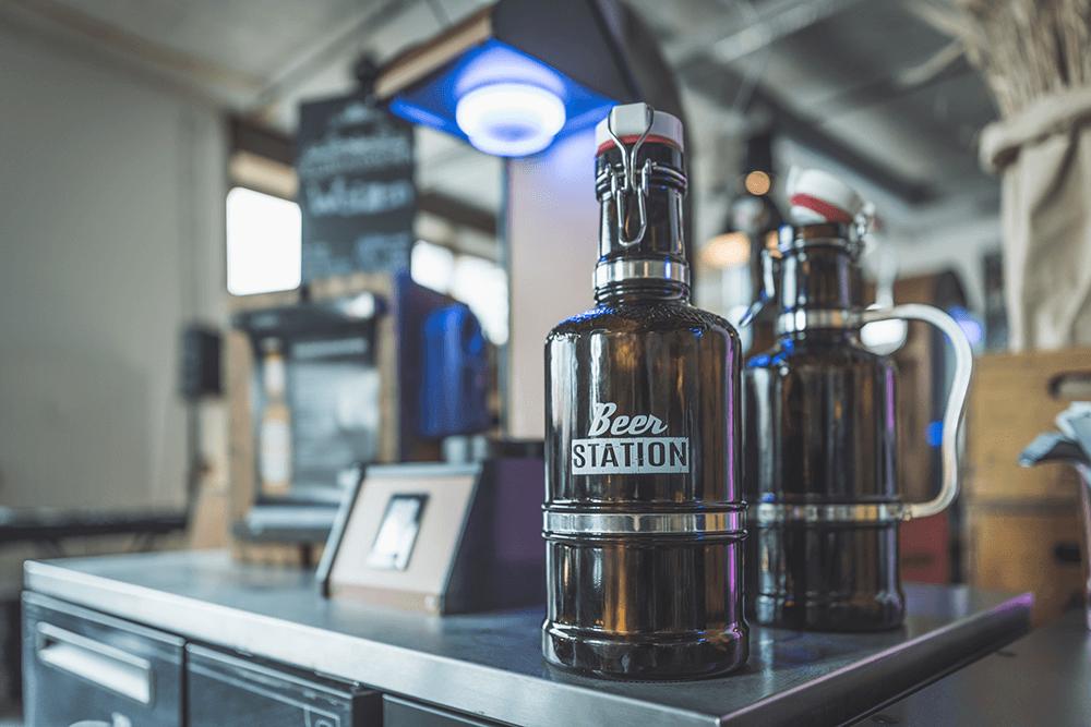 Beer Station_2-Liter-Glaskaraffe auf dem Ausschankelement