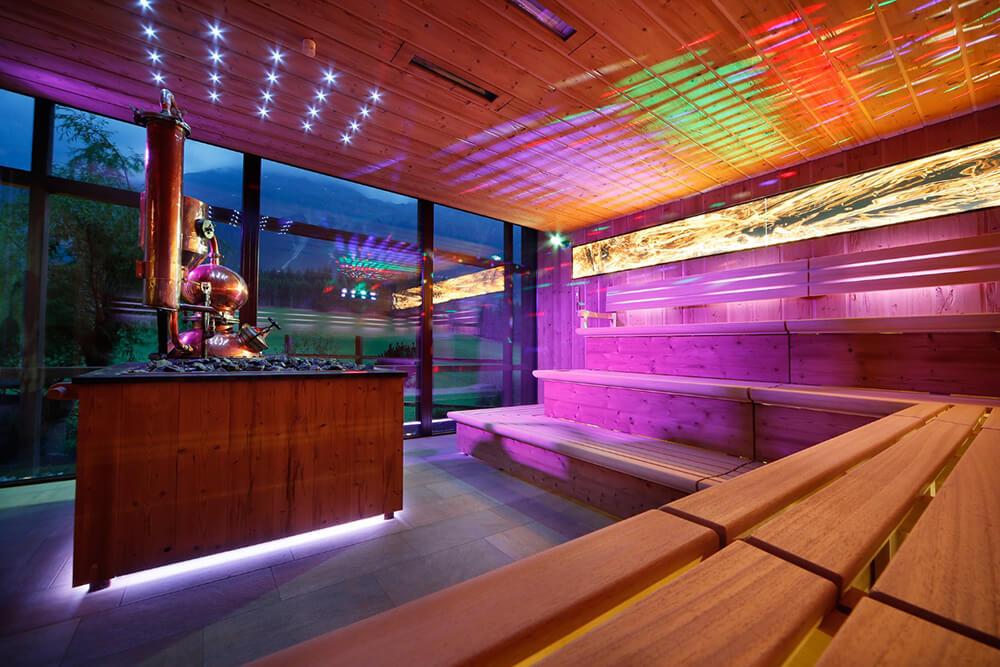 Die grosse Sauna mit historischem Schnapsbrennofen