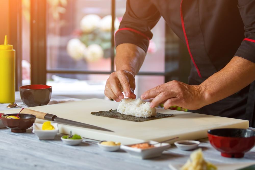 Neue Geschmackserlebnisse mit der japanischen Küche (Bild: DenisProduction.com – shutterstock.com)