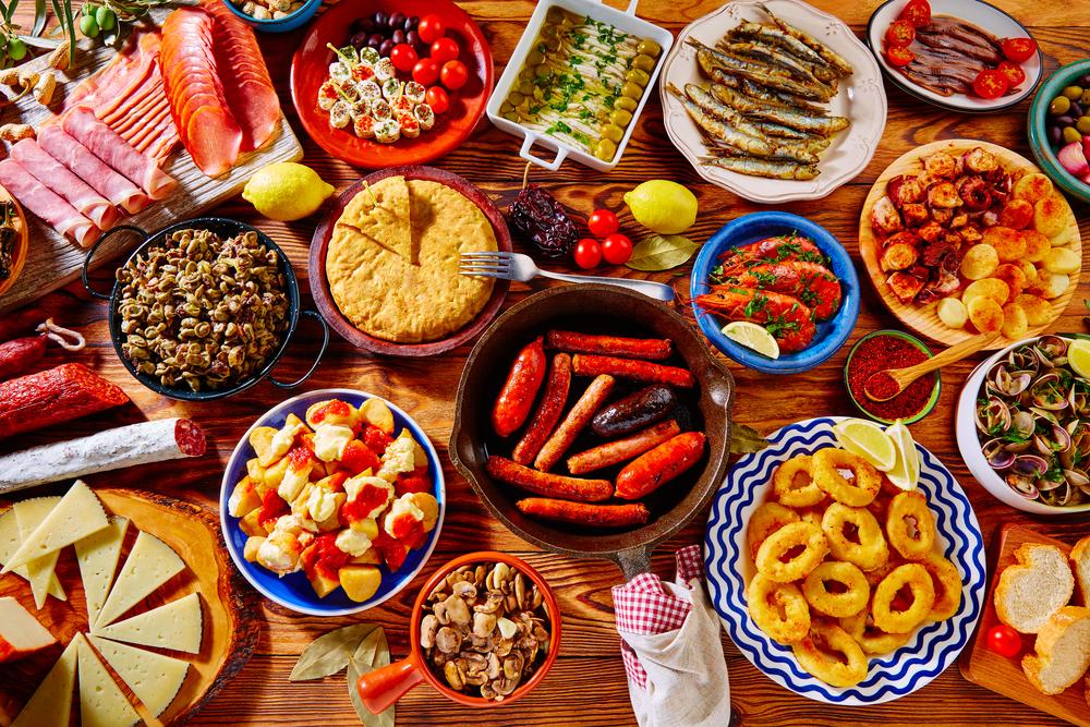 Die Vielfalt der spanischen Küche geniessen (Bild: Tono Balaguer – shutterstock.com)