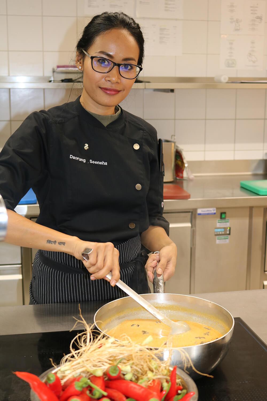 2. Daorung Seeneha_Kuechenchef Restaurant Siam