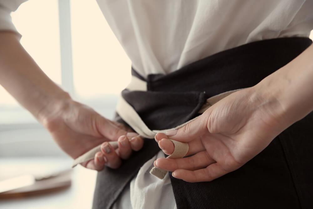 Mit Textilien für das Restaurant werben (Bild: Africa Studio - shutterstock.com)