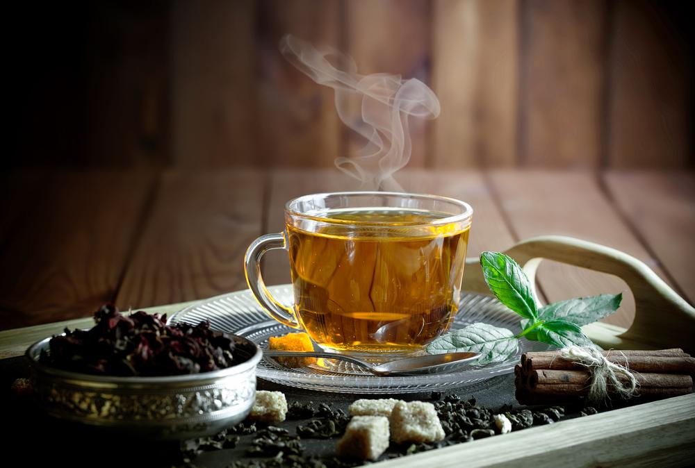 Tee - ideal für die kalte Jahreszeit (Bild: Zadorozhnyi Viktor - shutterstock.com)