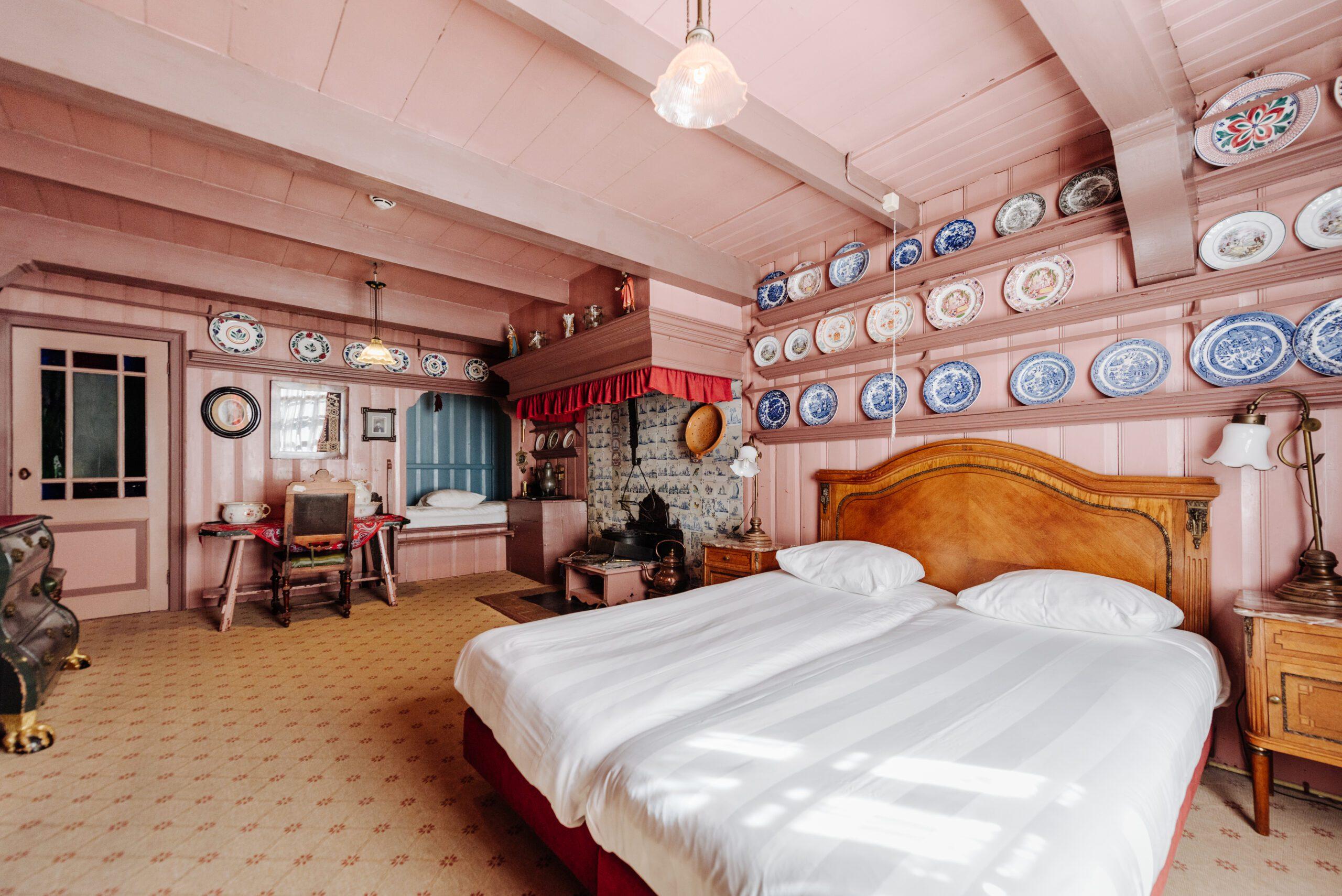 Segelt nun unter der Flagge der BWH Hotel Group: Das ikonische Hotel Spaander in Volendam, Niederlande, wird im Mai als Haus der BW Signature Collection wiedereröffnet. Im Bild: Das historische Schlafzimmer Kamer 1.