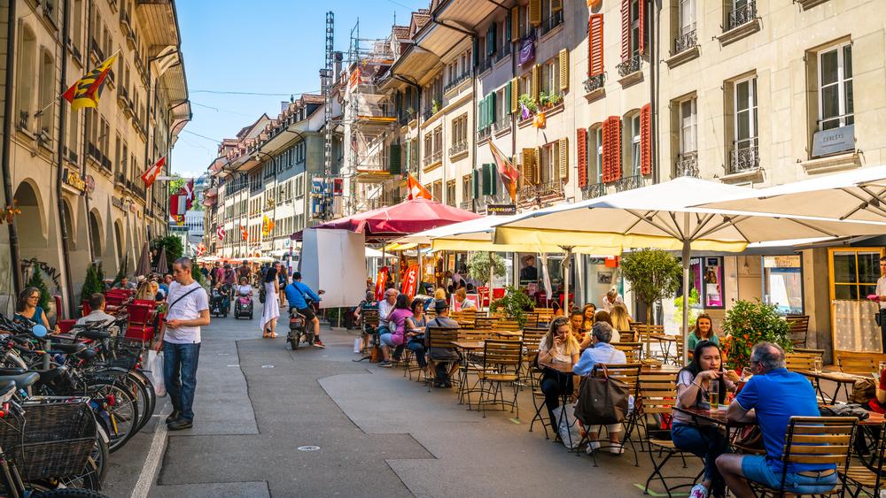 Terasse in Bern (Bild: © Keitma - shutterstock.com)